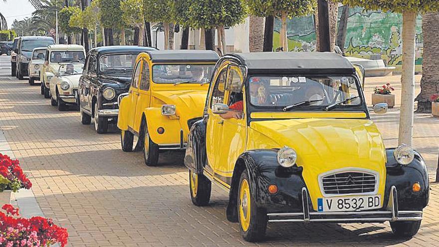 Los coches antiguos de la Vall se reivindican en Moncofa