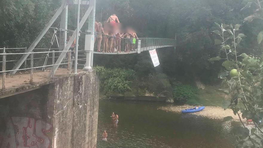 """""""Deplorables"""" imágenes en la pasarela de Fuentes en la cuenca del Sella"""