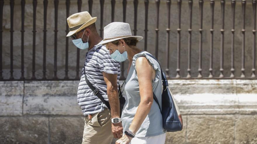 Salud advierte de que a partir del próximo día 26 habrá que seguir saliendo con una mascarilla en el bolsillo