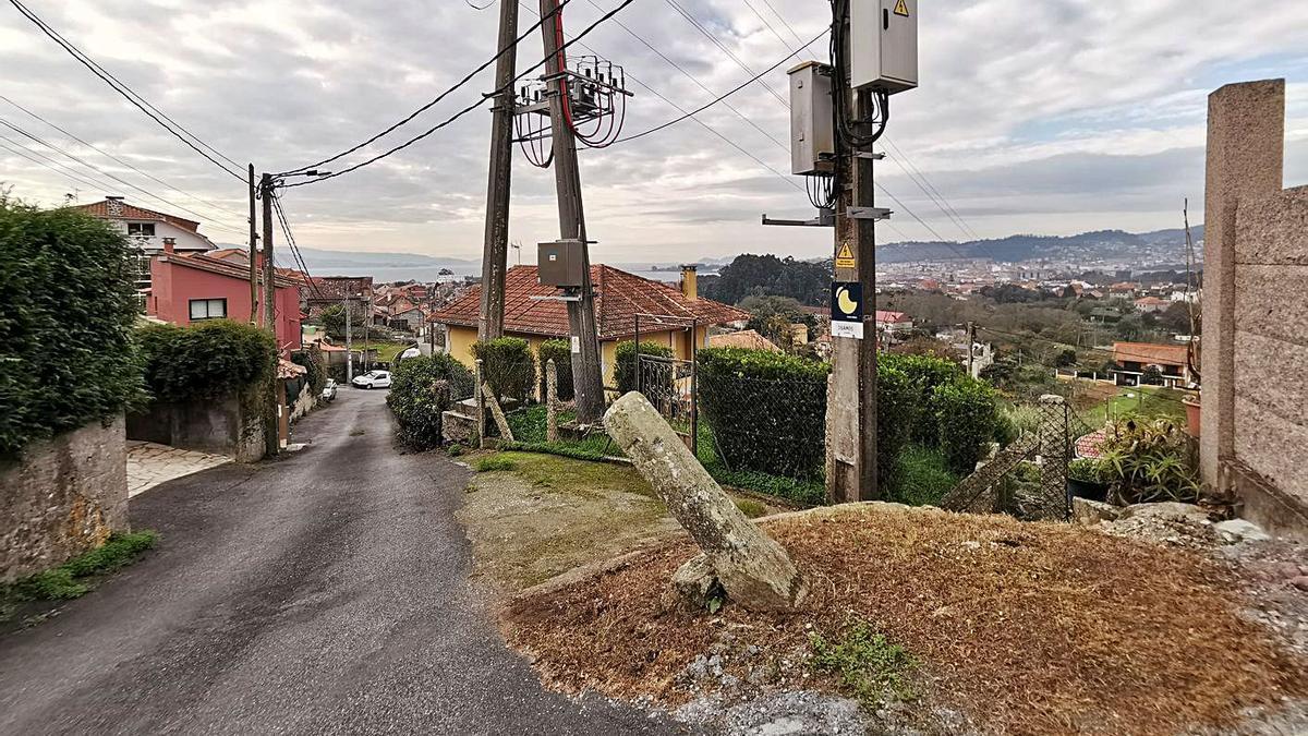 Mojón que marcaba el límite entre Moaña y Cangas, desplazado.  |   // S.A.