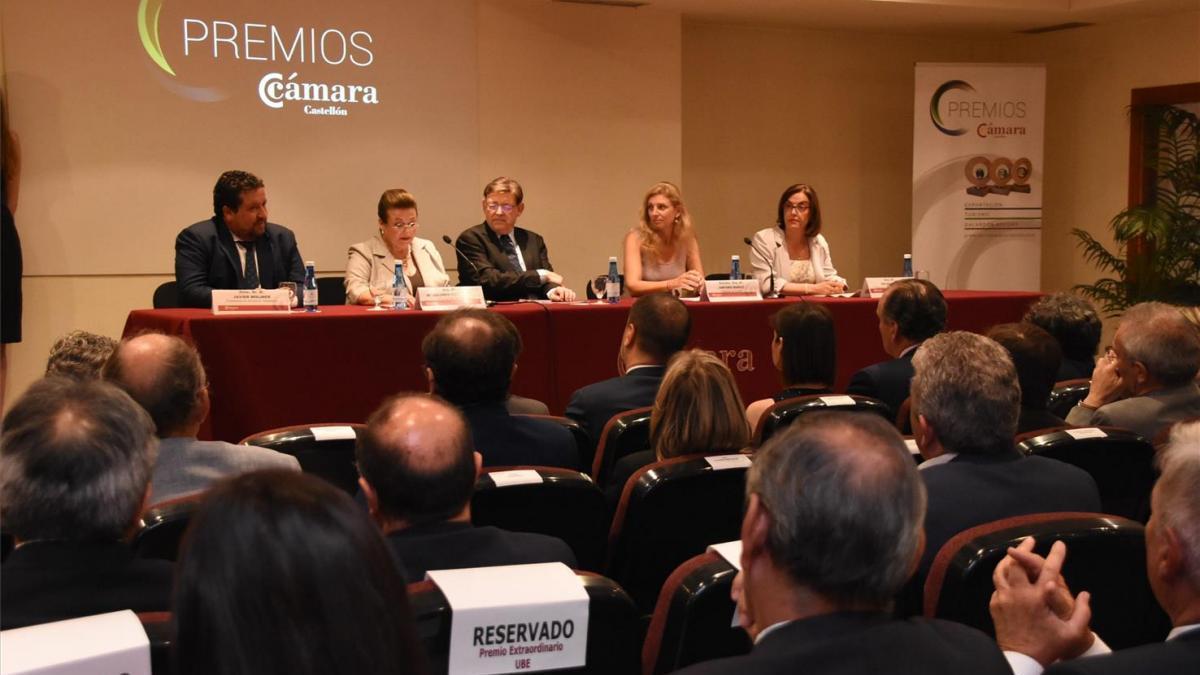 Puig se compromete a reducir la burocracia para los emprendedores