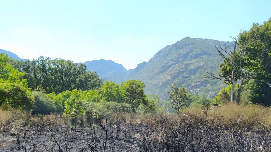 Fuego en Ribadelago, junto al Lago de Sanabria, y en Jambrina