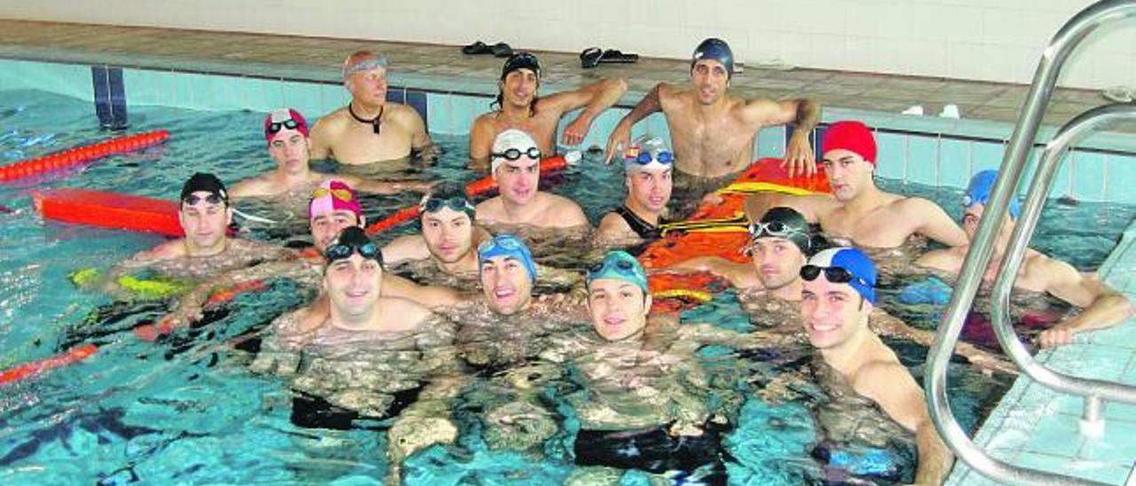 Usuarios de la piscina de Antromero.