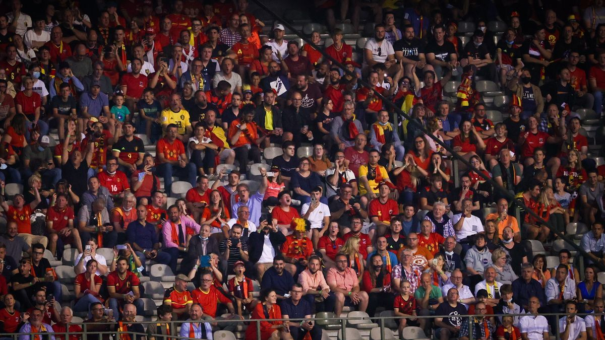 Aficionados belgas durante un partido de su selección en la fase de clasificación para el Mundial.