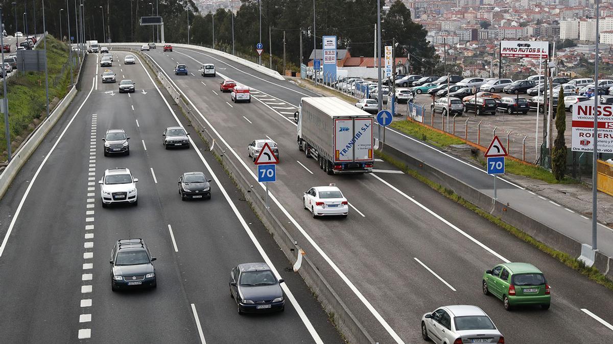 Vehículos circulando por la autovía A-55 a la altura de Vigo