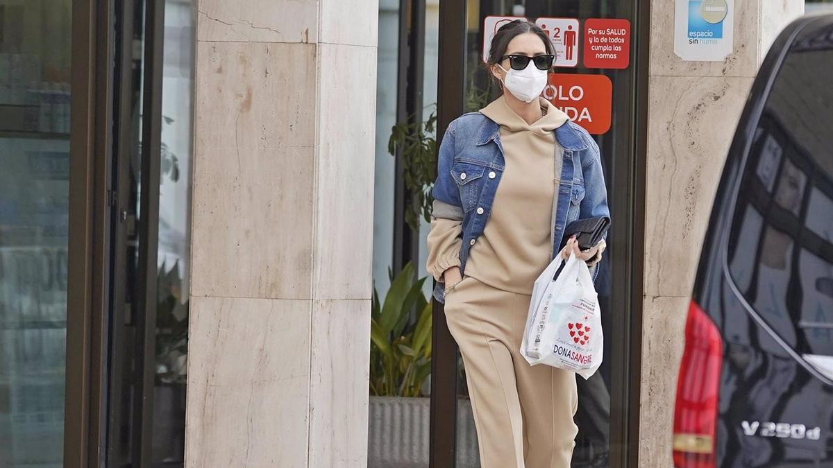 Sara Carbonero apuesta por el look jogger.
