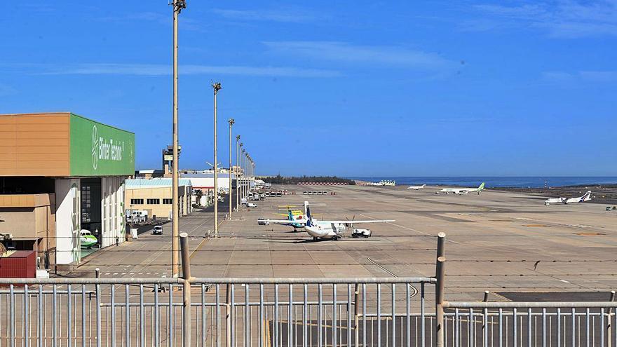La escasez de aviones resulta evidente en el aeropuerto de Gran Canaria .