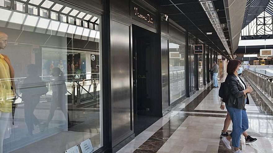 La tienda de Massimo Dutti de Cuatro Caminos seguirá abierta
