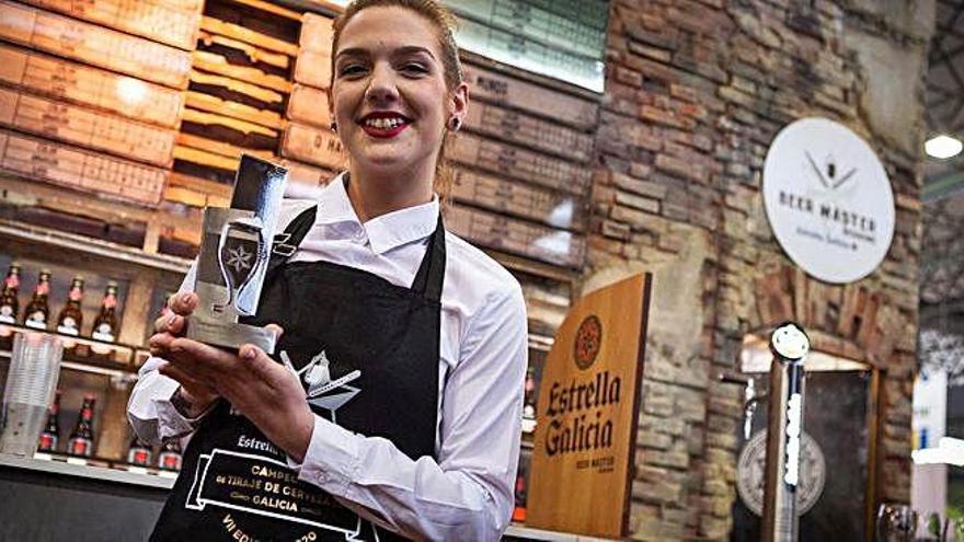 Paula Isabel Balleste, de Sada, mejor tiradora de cerveza de Galicia