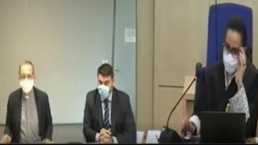 Piden actuar contra un cura por falso testimonio en el juicio del papa