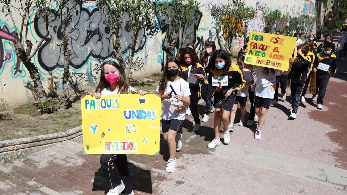 Los escolares del colegio de Nuestra Señora de la Merced piden una conexión desde el parque Pignatelli.