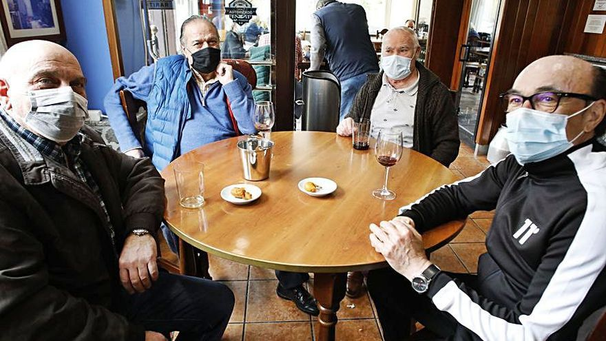 """Los comerciantes de la avenida Juan Carlos I, ante el gasto por el cambio: """"¿Darán ayudas?"""""""