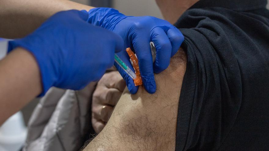 Sanidad administrará las 550 vacunas de Janssen a los septuagenarios en el Virgen de la Concha