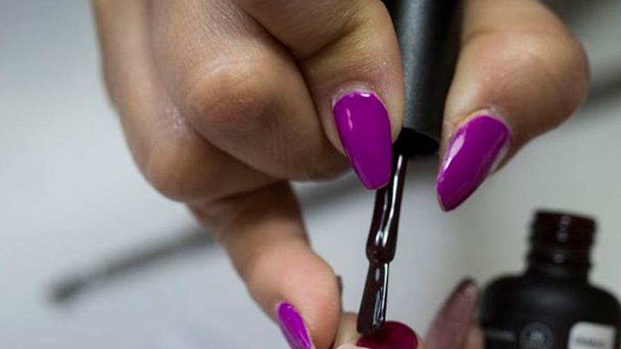 El peligro de abusar del esmalte de uñas en los pies