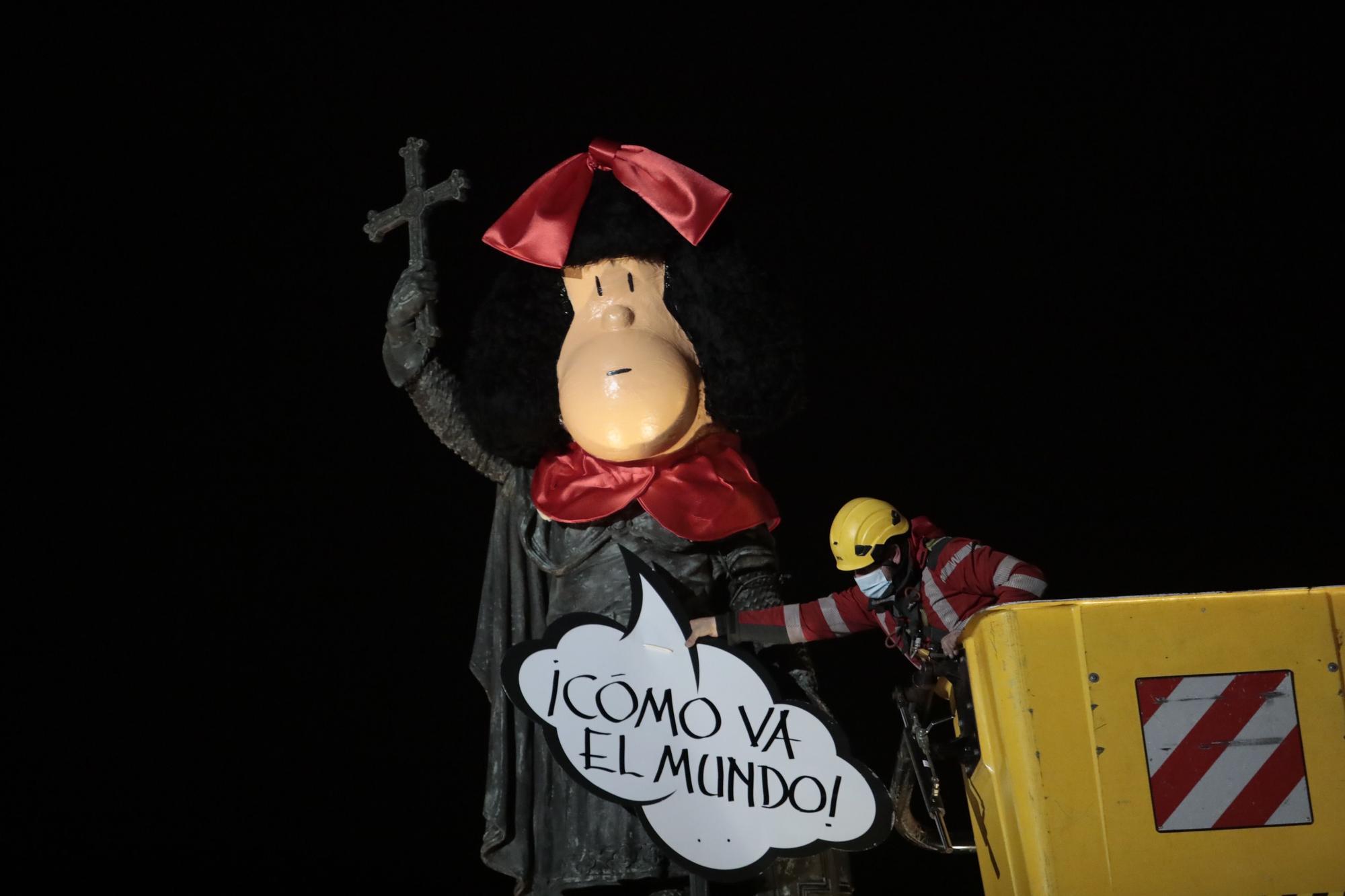 El carnaval de Gijón recuerda a Quino con Pelayo disfrazado de Mafalda