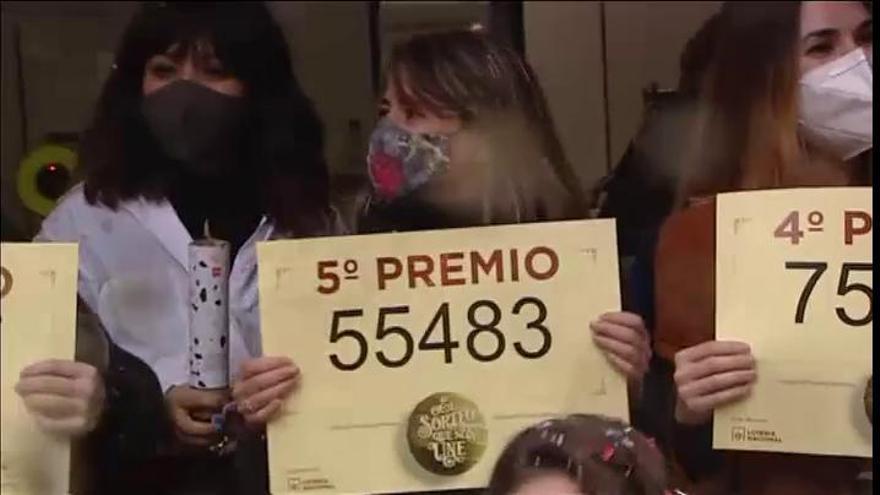 Doña Manolita vende dos series de 'El Gordo' de Navidad y varias series del tercero, cuarto y quinto premio