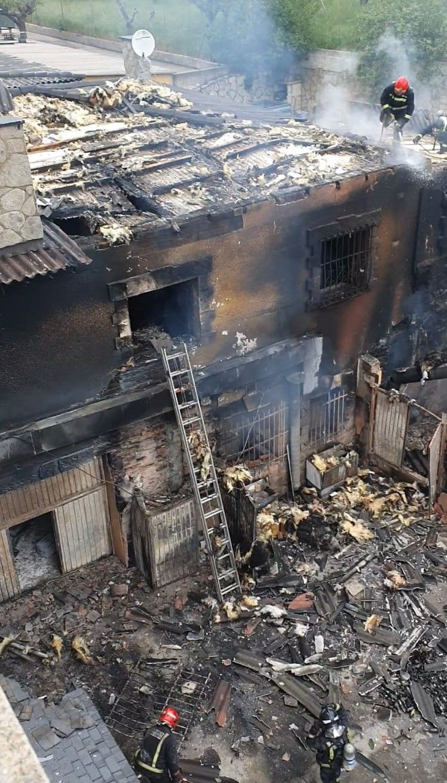 GALERÍA | Incendio en una casa junto al Hotel Enrimary de Puebla de Sanabria