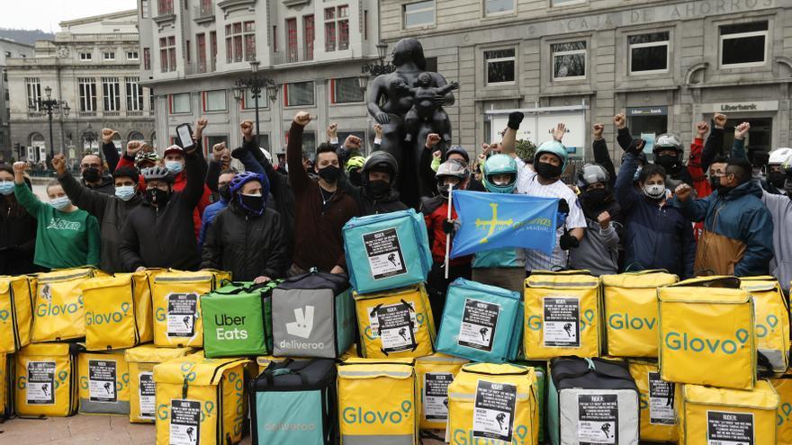 """Los repartidores toman las calles para protestar contra la """"ley rider"""""""
