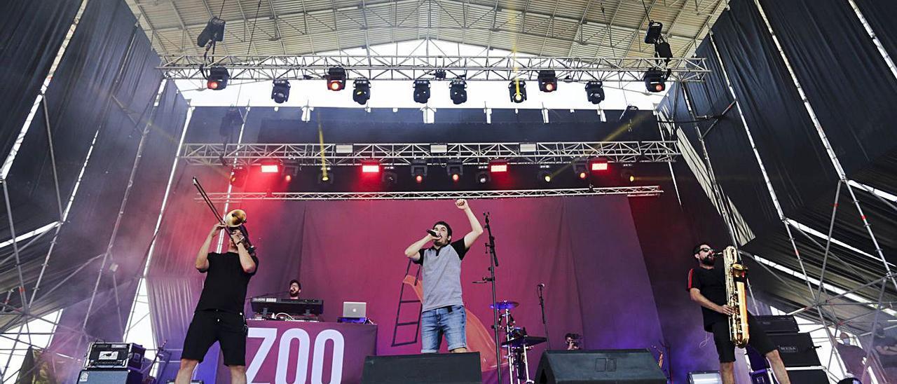 El grup de Gandia Zoo Posse durant un concert a la Marina de València, fa unes setmanes | EDUARDO RIPOLL