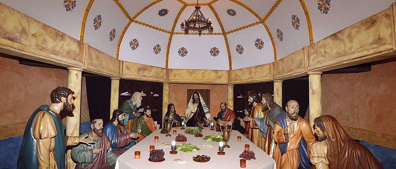 Una imagen del dosel que la Hermandad de la Santa Cena montó en el año 2019.   VICENT M. PASTOR
