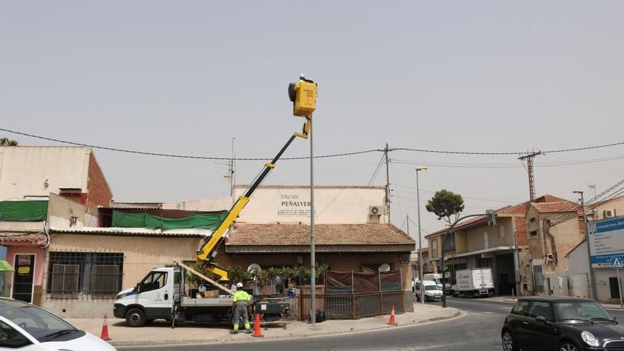 Los vecinos de El Raal estrenan nueva iluminación en 178 puntos de la calle Mayor