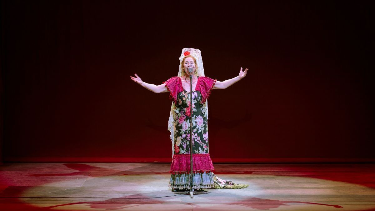 Pilar Almeria en 'Ai, Carmela!' en el Micalet.