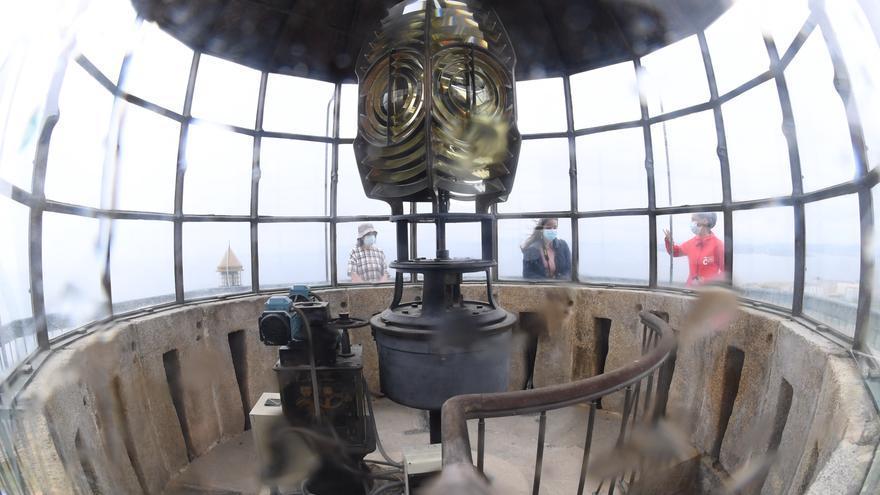 La Torre de Hércules muestra su luminaria