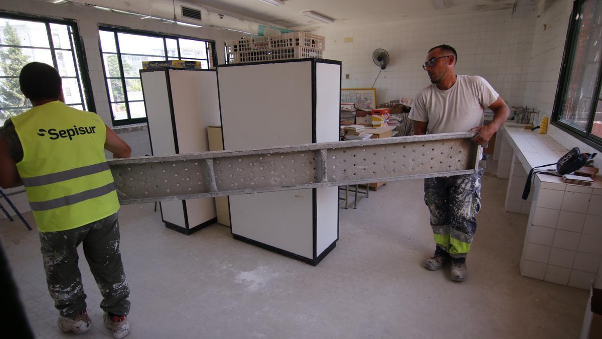 Obras de climatización en el colegio Albolafia en junio del 2020