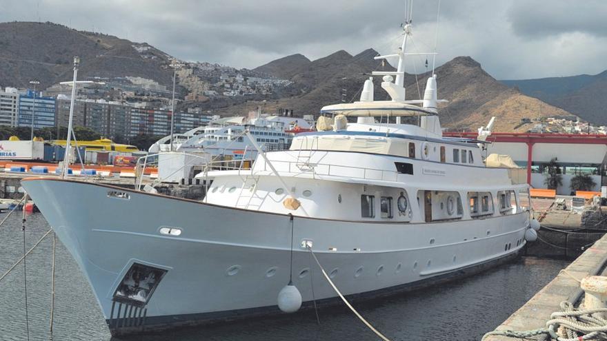 Una empresa viguesa vende el exyate de lujo de John Palmer por 400.000 euros