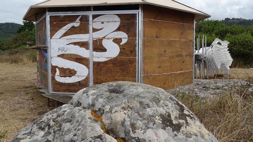 Cultura expedienta al Concello de Cangas por la instalación de un quiosco de playa dentro de un castro