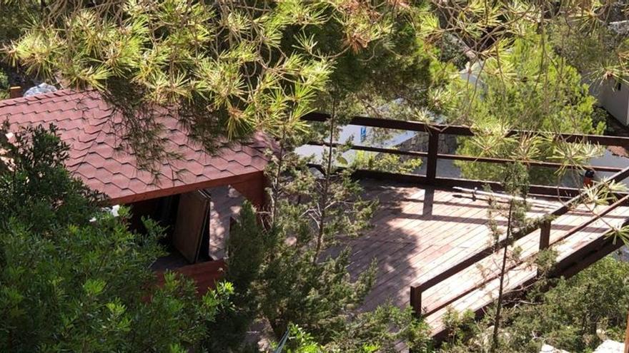 Construyen viviendas de madera ilegales en pleno Parque Natural de ses Salines, en Ibiza