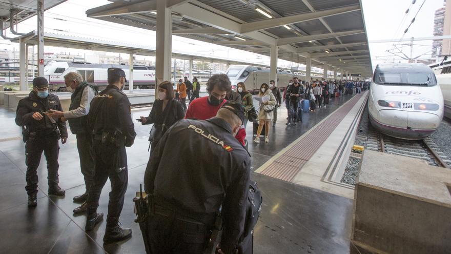 4.000 agentes velarán por el cierre perimetral en 209 controles