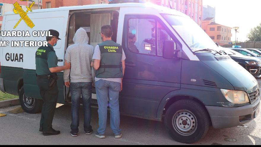 Detenido por robar en supermercados con un cuchillo y un destornillador