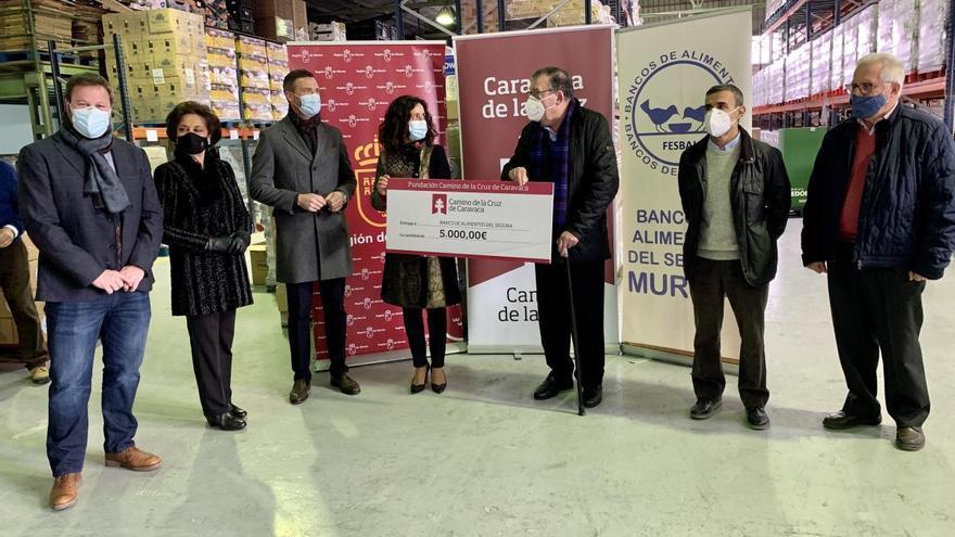 'Camino de la Cruz' dona 5.000 euros al Banco de Alimentos del Segura