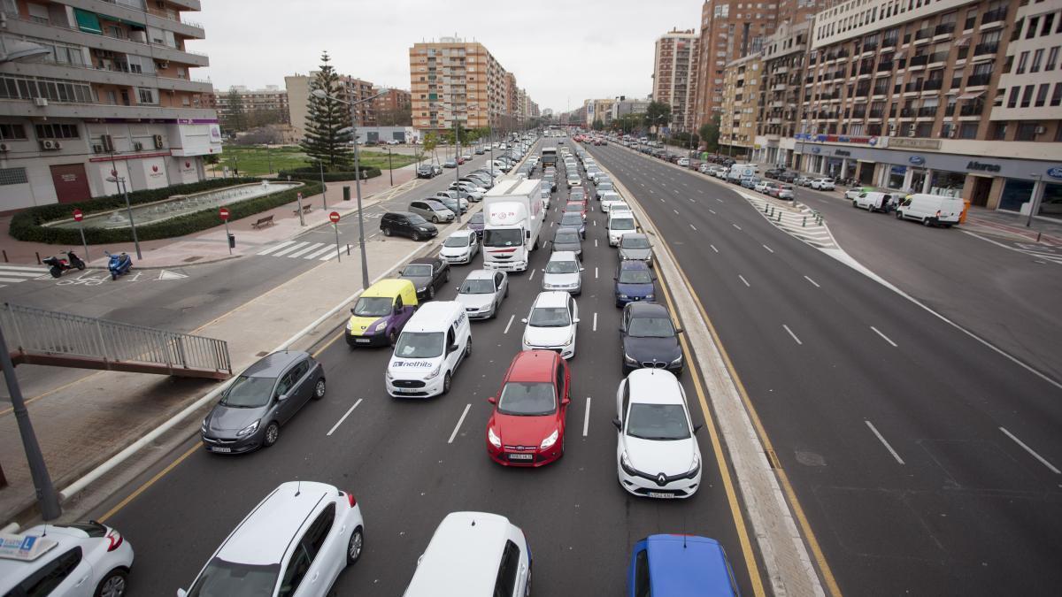 Tráfico denso en la Pista de Silla.