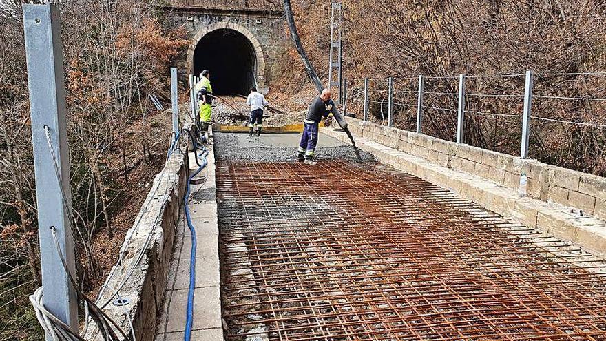 Adif millora un pont ferroviari de la línia entre Ribes de Freser i Puigcerdà