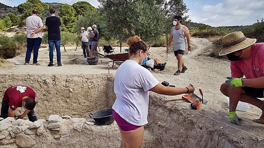 Los sondeos arqueológicos sacan a la luz muros de la Alquería de Puça en Petrer