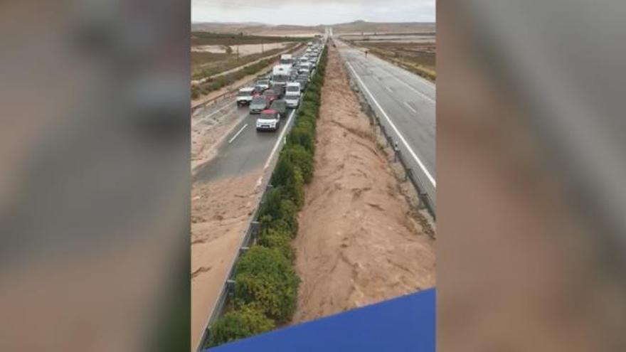 Las carreteras cortadas por el temporal en Valencia y Alicante