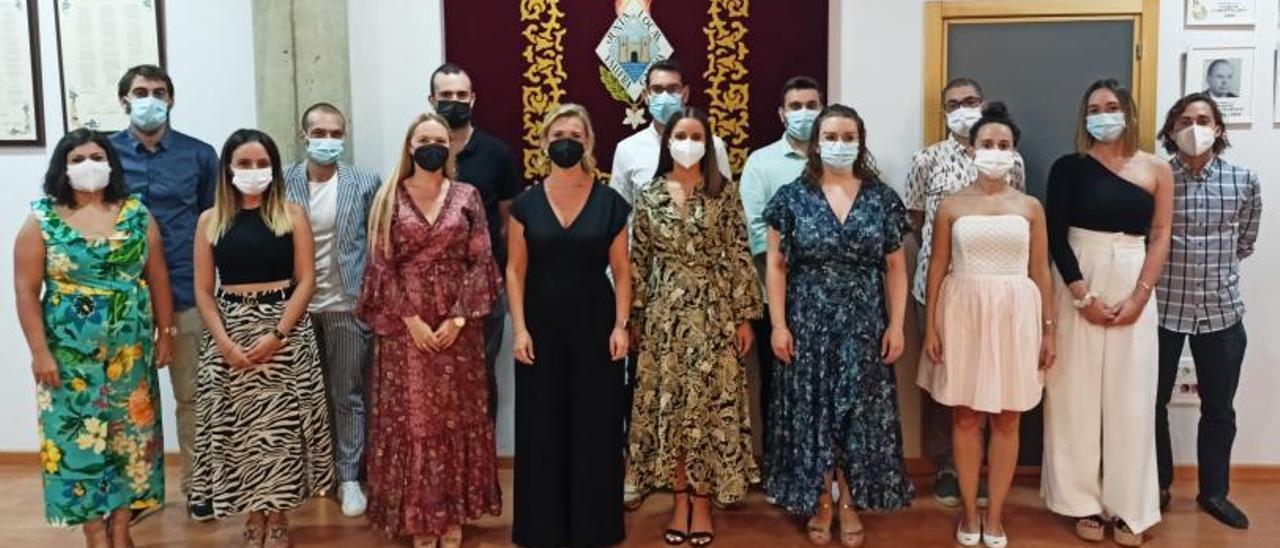 Las Falleras Mayores de Gandia ya conocen a los miembros de sus Cortes de Honor  | LEVANTE-EMV