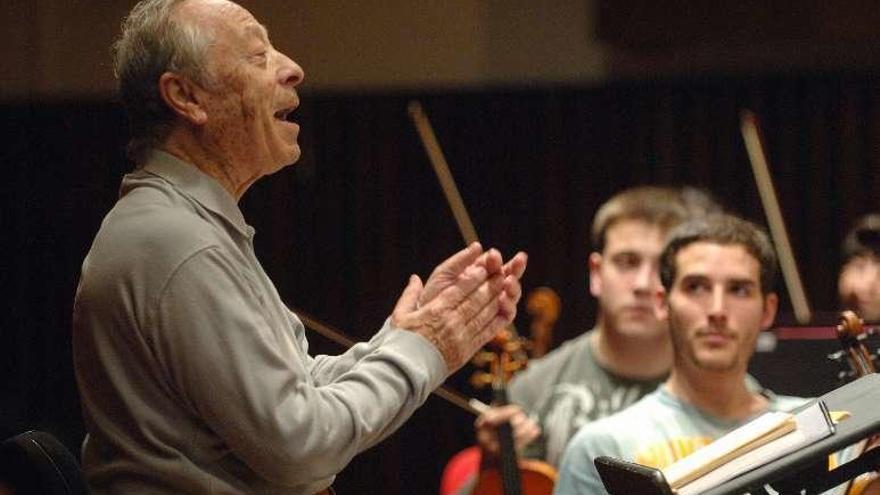 Alberto Zedda, impulsor de la música en A Coruña, muere a los 89 años en Pésaro