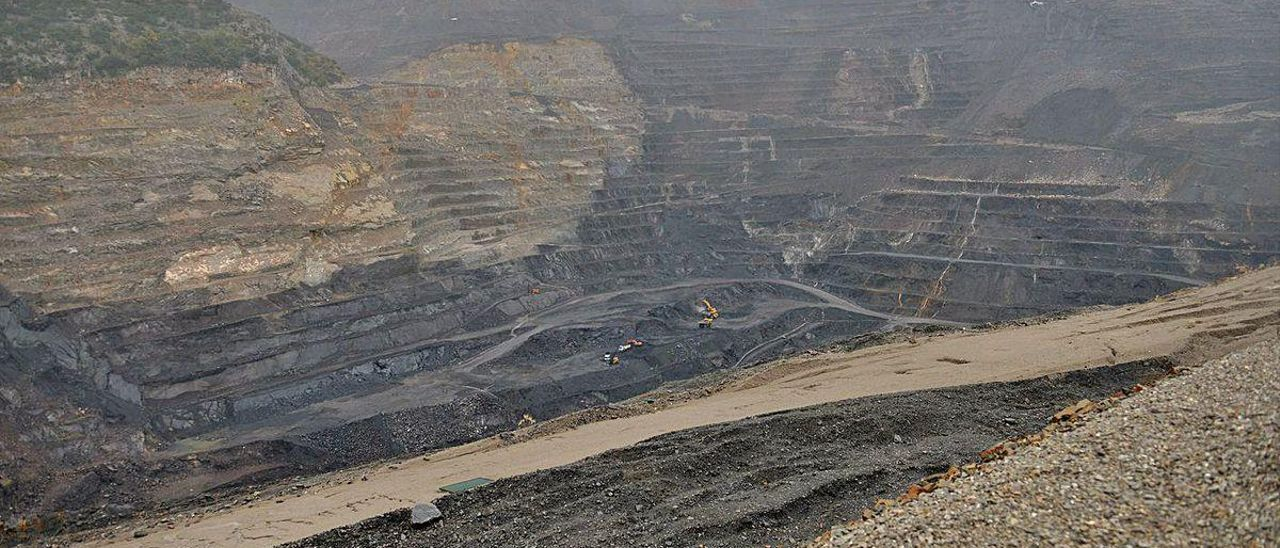 Terrenos degradados de la mina a cielo abierto de Santa Lucía de Gordón, en León.