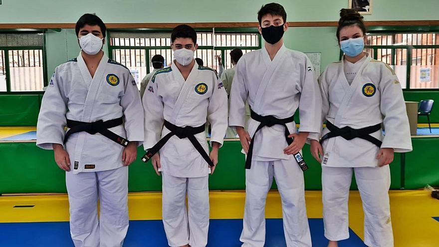 Nuevos cinturones negros en el Judo La Calzada