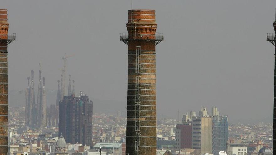 El exceso de contaminación en el aire causa un millar de muertes al año en Barcelona