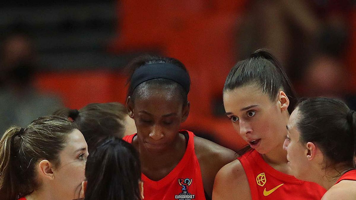 Las jugadoras de la selección española, en el duelo ante Serbia. | F.CALABUIG