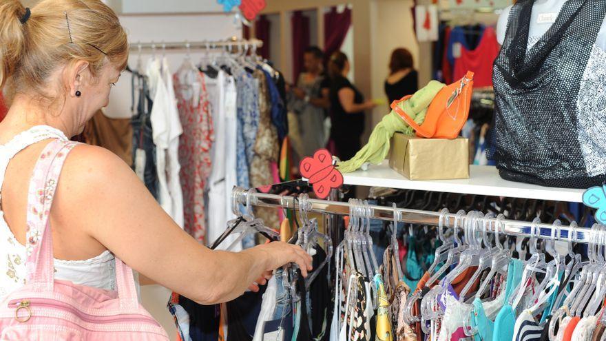 Suben las ventas del comercio minorista en Canarias, aunque está a la cola del país