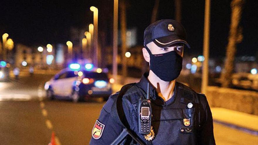 Expedientan a policías que fueron grabados golpeando a una mujer en Benidorm