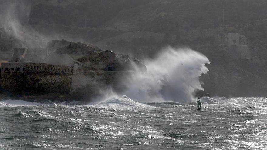 Olas de hasta 3 metros el sábado en el litoral de Cartagena y Mazarrón