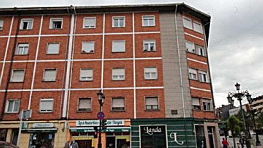 45.000 € Venta de piso en Oviedo (centro) 66 m2, 3 habitaciones, 1 baño, 682 €/m2, 4 Planta...
