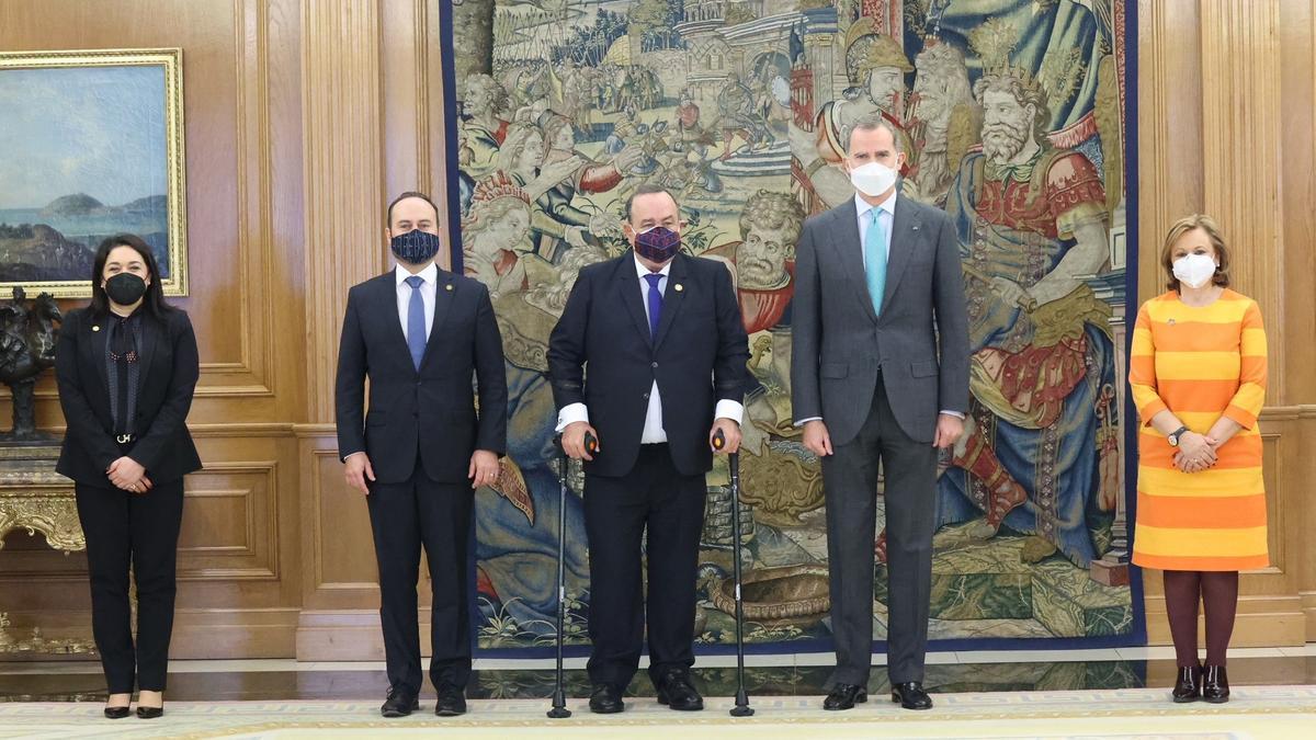 El rey Felipe recibe al presidente de Guatemala, Alejandro Giammattei.