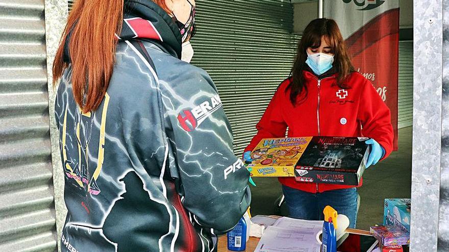 La campaña de juguetes de Cruz Roja reparte regalos entre más de 350 niños